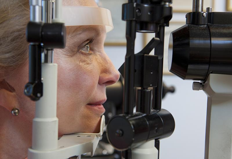 Woman getting eye exam (Huntstock/Thinkstock)